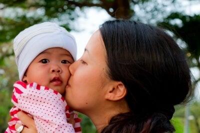 bacio mamma bimbo arcobaleno