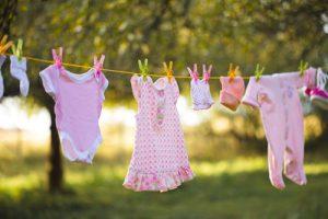 indumenti-del-bebè-stesi-ad-asciugare