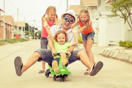 papa che gioca con figlie