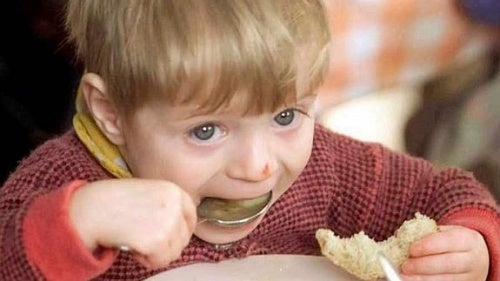 bambino-che-mangia soffocamento