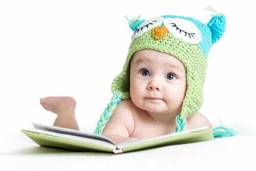 Come stimolare il neonato per attivare i sensi