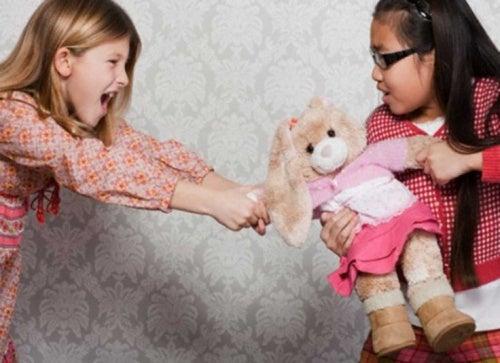 bambine-che-litigano amica