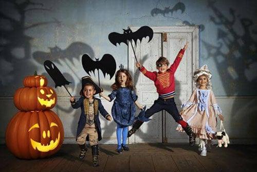 bambini festeggiano Halloween