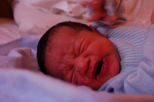 5 trucchi per far smettere di piangere un neonato