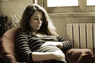 donna-incinta-sorridente-gravidanza