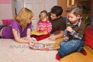 famiglia-che-gioca