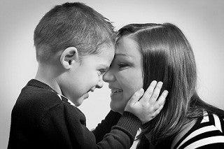 mamma-e-figlio-sorridono