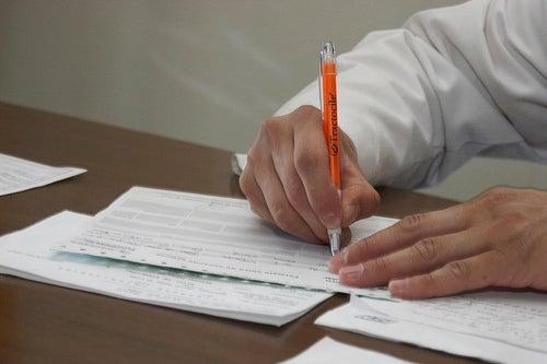 medico-scrive-ricetta-parto-podalico
