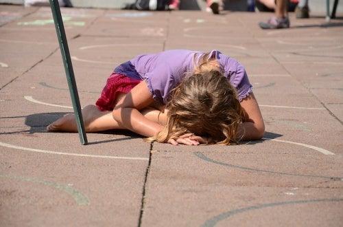 autostima-bambina-che-piange