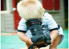 bambino-con-macchina-fotografica