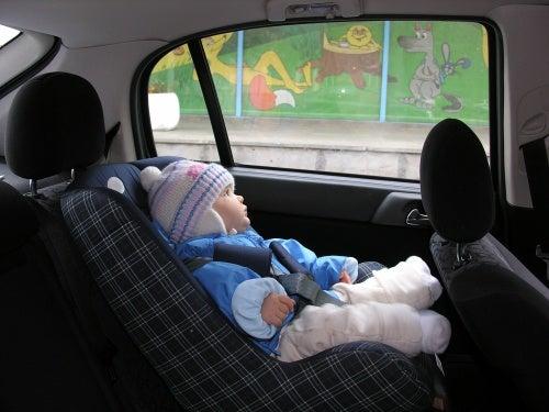 Non sistemate il bimbo in auto con il cappotto