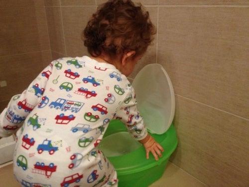 insegnare-al-bambino-ad-usare-il-vasino