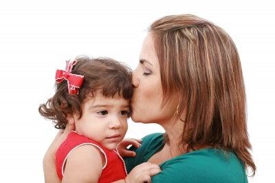 mamma-e-figlia-bacio