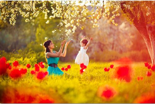 mamma-gioca-con-sua-figlia-intelligenza-emotiva