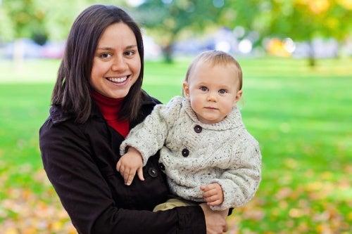 maternita-mamma-con-bambino