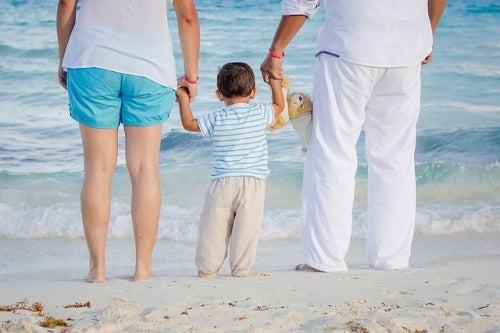 Aspettative familiari: famiglia sulla spiaggia