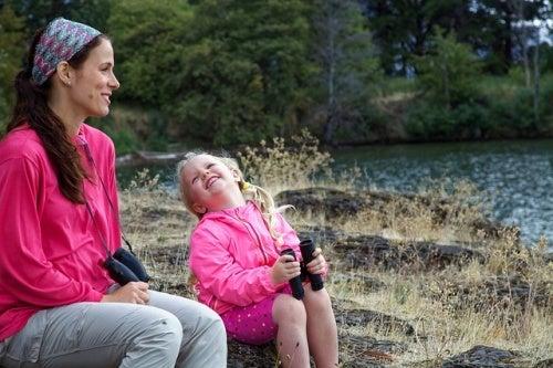 Madre e figlia con lo stesso k-way: cose da fare con una figlia