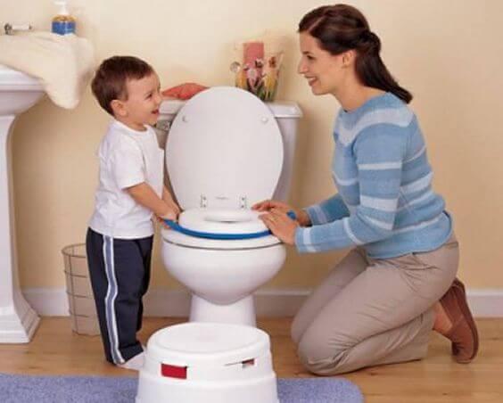 Togliere il pannolino e usare il bagno come i grandi.