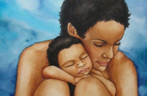Crescere bene: madre e figlio abbracciati