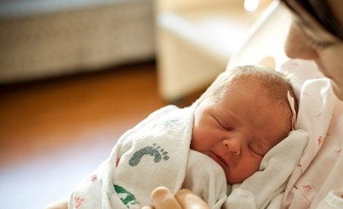 Neonato dorme