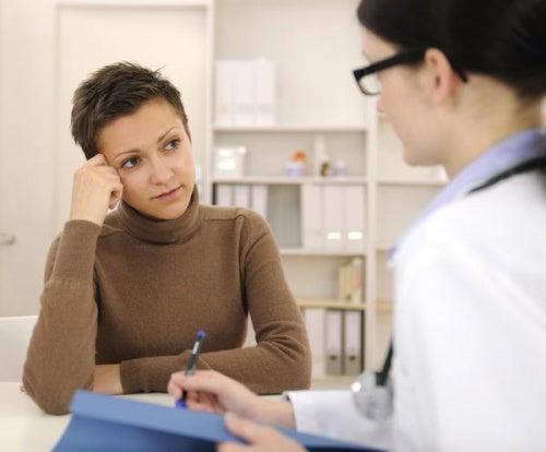 Medico e paziente: la regolarizzazione delle mestruazioni dopo il parto.