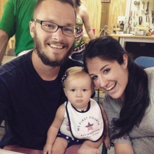 Una mamma si risveglia dal coma: Shelly Cawley con il marito e la figlia