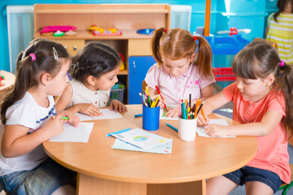 Vantaggi della scolarizzazione dei bambini prima dei 3 anni