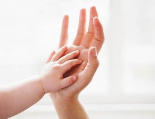Le carezze: immancabili nella vita di un bambino