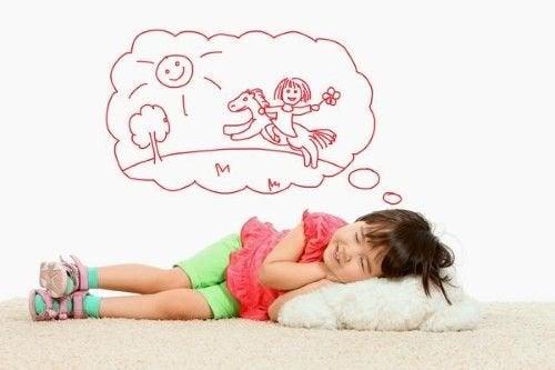 Una bambina sogna.