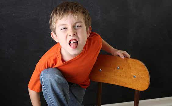 Bambini insolenti: perché mio figlio mi risponde?