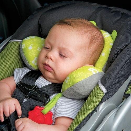 Far dormire il bebè sul seggiolino auto: perché non è una buona idea?
