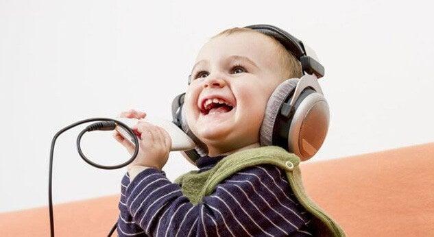Bambino e musica.