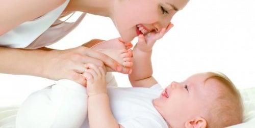 Carezze: come dimostrare affetto ai propri figli