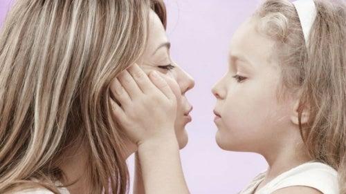 Madre e figli: le dimostrazioni di affetto sono fondamentali