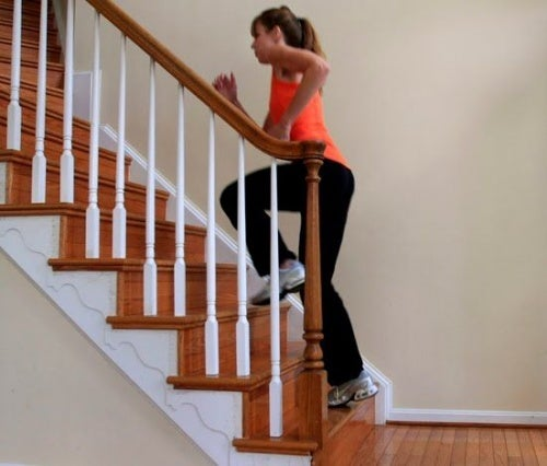 Tornare in forma dopo il parto salendo e scendendo le scale.