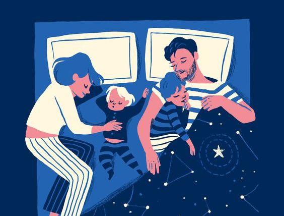 Dormire insieme: madre, padre e figli.