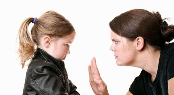 Come educare un bambino indiscreto?