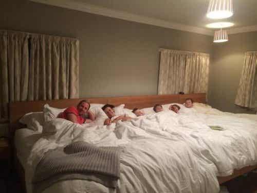Un letto per tutta la famiglia largo 5 metri e mezzo