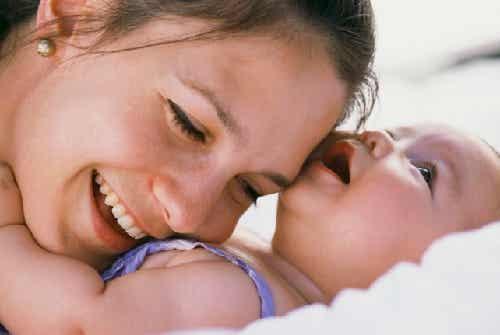 7 modi di dire a vostro figlio che lo amate con il linguaggio corporeo