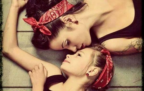 mamma e figlia stessi vestiti