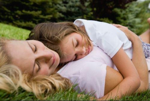 Come far crescere i propri figli emotivamente sani?