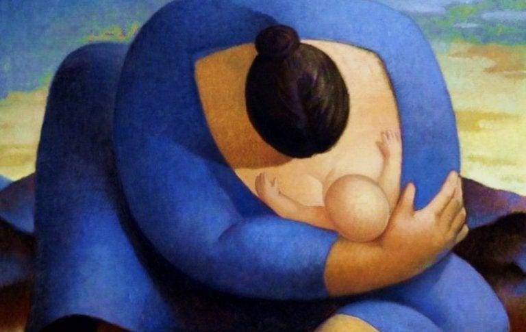 Madre allatta il figlio stringendolo in un abbraccio.