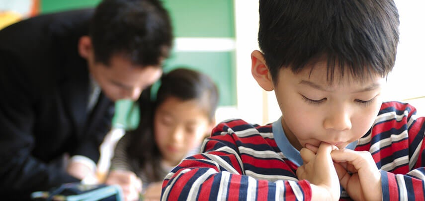 Bambini giapponesi a scuola.