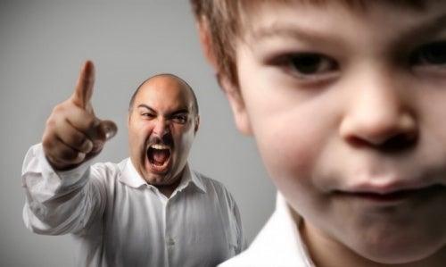 Padri autoritari: un esempio di genitori tossici.