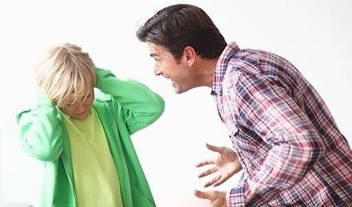 Smettere di urlare contro i figli: 3 consigli utili