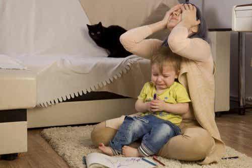 Perché alcuni bambini si comportano male in presenza della mamma?