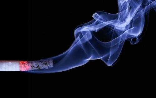 Gravidanza e fumo: i rischi per la donna incinta e il bambino