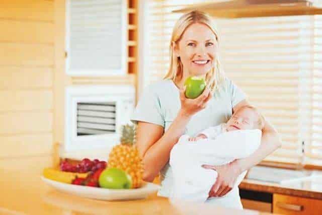 Consigli per un'alimentazione sana durante l'allattamento