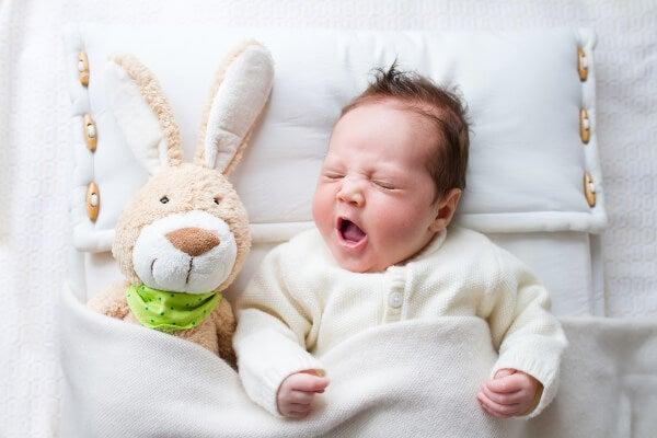 Metterlo nella culla prima che si addormenti è importante per far dormire il bebè tutta la notte