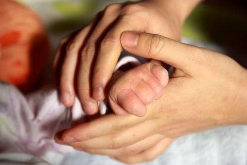 Perché è importante il contatto fisico con il bebè?